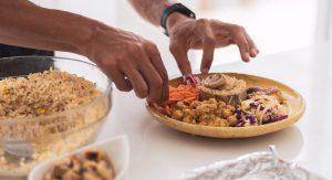 Roberto prepare healthy food